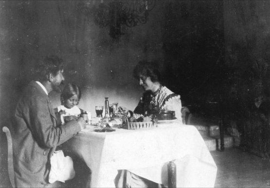 Krøyer, Marie og Vibeke på Schloss St. Valentin i Tyrol